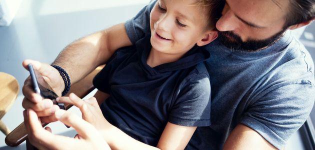 Dziecko dostaje pierwszy smartfon w wieku 7-8 lat