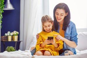 Kiedy dziecku zaczyna być potrzebny telefon komórkowy