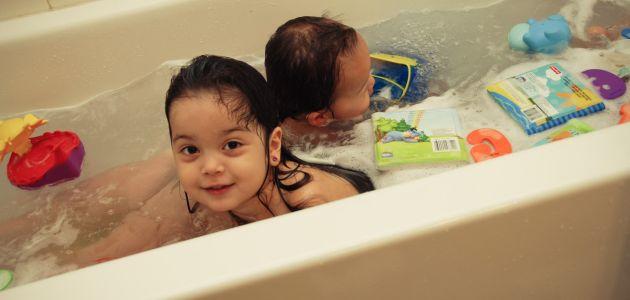 Woda mi niestraszna – dziecięcy lęk przed kąpielą