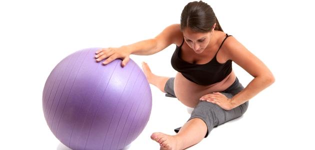 Kobieta aktywna w ciąży – jak bezpiecznie ćwiczyć?
