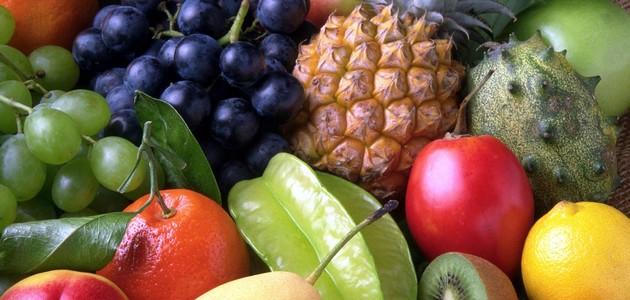 Owoce sezonowe, które możemy podać małemu dziecku
