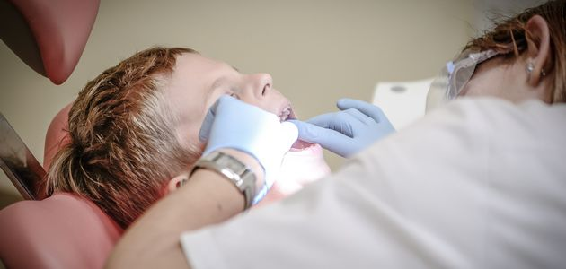 Cykl ZDROWIE – Co robić, gdy dziecko bolą zęby?