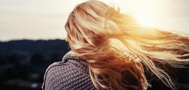 Poradnik o sposobach leczenia wypadających oraz słabych włosów