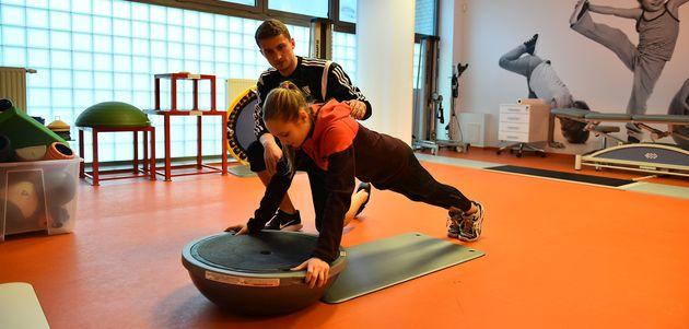 Jak bezpiecznie przygotować dziecko do uprawiania sportu?